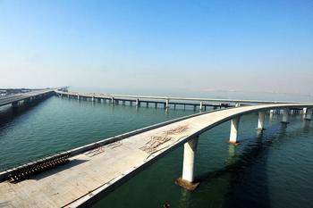青岛跨海大桥部分采用dps和703防水剂